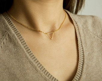 Delicate Triangle Necklace / Everyday Dainty Jewelry / Triangle Choker / Minimal Jewelry / Geo Layering Necklace / N112