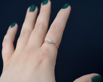 Dainty chevron ring in sterling silver - nickel free ring - stackable ring / gift for her  / gift for bridesmaid / gift for sister