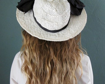 SALE: Vintage White Hat w/ Black Bows