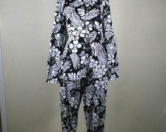 1990s Tropical Palm and Orchid Black and White Cotton Shirt and Capri Pants Set
