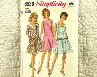 Mod Dress, S, 1966 Cut Complete, Simplicity 6539 Pattern, Princess Seams, Flared Skirt, Jewel or Scoop Neck, Size 10