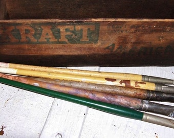 Vintage Lot of Paint Brushes Artist Brushes Set of 5 Artists Supplies Brushes