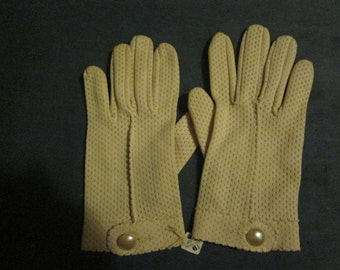Vintage New Women's Girls Dress Gloves in Beige by Lady Gay - Unused New Condition, Still with Tag  - 1950s - Size Small 6 1/2