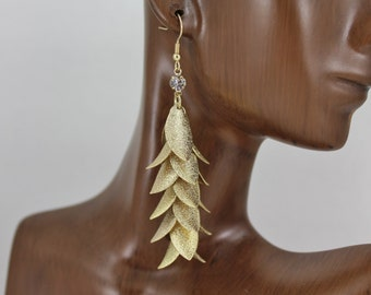 Gold tone leaf earrings dangle jewelry dangly flowy wiggly chandelier teardrop pendants