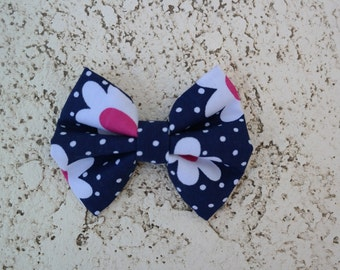 Navy daisy hair bow