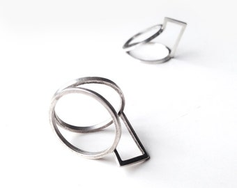 Geometrical Silver Ring. Offered Delivery. Minimalist and Modern. Laura Essayie Collection.