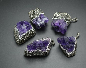 Each one is unique Natural Drusy Geode Amethyst Quartz Freeform Stone Pendant Paved Crystal Beads High quality Necklace Accessories