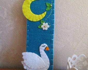 Swan Bookmark, Felt Bookmark, Gift for readers/kids/teachers - Christmas Gift - Handmade creation