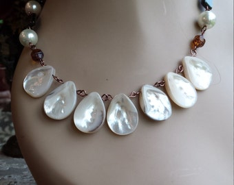 drop shell beaded one strand necklace