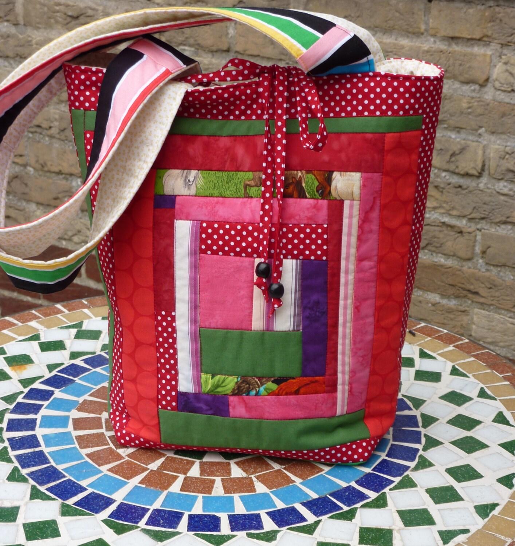 Quilt Tassen : Quilt patchwork tas met felle kleuren rood groen