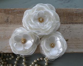 Set of 3 bridal hair flowers, Ivory wedding bridal hair clips, bridal hair, bridal hair accessories, flower girl, wedding hair accessory