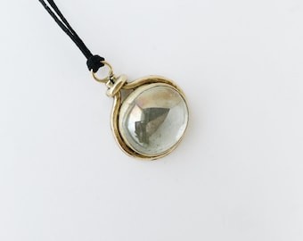 Transparent glass necklace made from brass