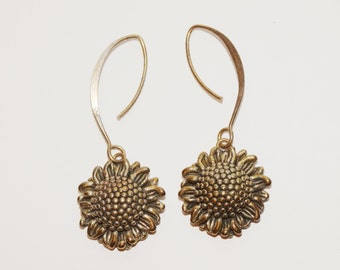 Free Shipping Vintage Sterling Flower Earrings.