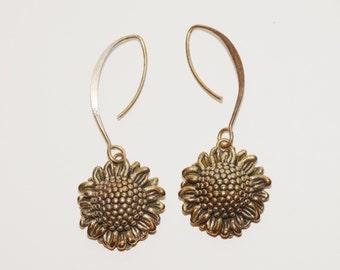 Free Shipping Vintage Sterling Flower Earrings.