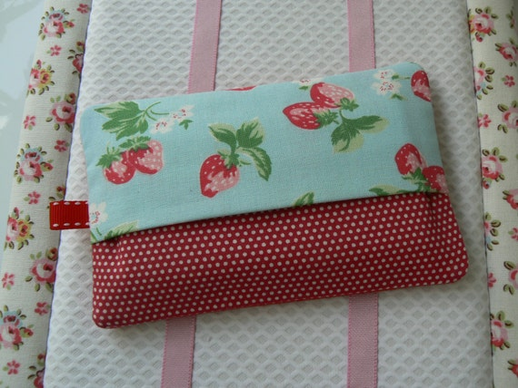 tui mouchoirs en tissu cath kidston fraise pochette kleenex. Black Bedroom Furniture Sets. Home Design Ideas