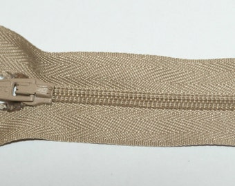 """Top Quality 7"""" (17.5 cm)  Closed End Nylon Zips - Beige"""