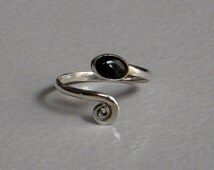 A Sterling (92.5%) Silver Toe Ring / Black Onyx Silver Toe Ring / Hand made Silver Toe Ring / Adjustable Silver Toe Ring / One Pecs.