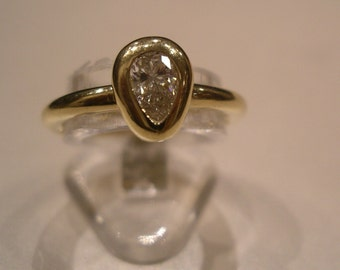 Pear-Shaped Diamond ring (0.45ct) in 18K Yellow Gold with valuation