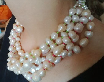 Necklace with freshwater pearls.