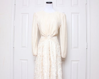 Vtg Mother of the Bride Cream Floral Low Back Lace Cute Pearl Floor Length Dress S