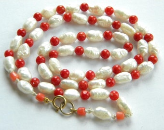 Vintage Genuine CORAL freshwater pearls necklace 9ct gold clasp inA20415