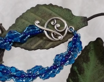 This lovely blue bracelet brings to mind Pacific waves.