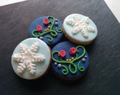 6 Frozen cookies decorated with vanilla fondant. Elsa or Anna.