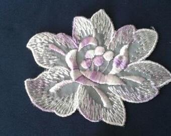 Vintage Flower Applique (purple)