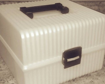 Retro vintage Sassaby cosmetic carrier.