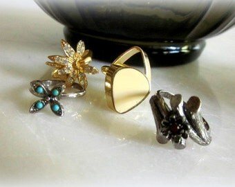 4 Vntg Vogue Adjustable Rings/ Vogue Costume Rings. Vogue retro finger rings Adjustable/ Turquoise rhinestones vogue rings white enamel