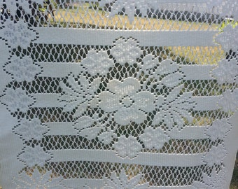 Quacker Lace Placemats Set of 6 - Ecru with Dogwood Flower Center