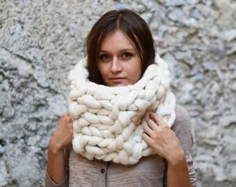Chunky scarf, Infinity scarf, cowl, Merino Scarf, knitted scarf, Knit Scarf, White Scarf, bulky scarf, gift for women, winter scarf