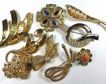 SJK Vintage -- Bundled Lot of Gold Tone Modernist, Classic, Abstract  Brooches (1970's-80's)