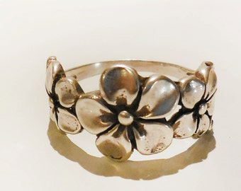 3 Flower Band Ring in Sterling Silver