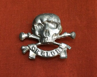 """NOS Vintage Skull and Crossbones """"Or Glory"""" Silver-Tone Pin"""