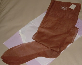 VINTAGE New Old Stock 1 pair DELMAR Seamed STOCKINGS Nylons Hosiery Probably 9.5