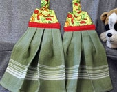 Hanging Woven Button Towels, Chile Peppers on Green Print Top
