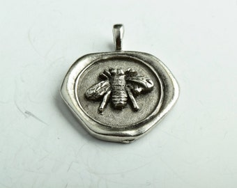 Wax Seal Bezel Pendant with bee in Center, 40mm, Bee Seal, ea P4405