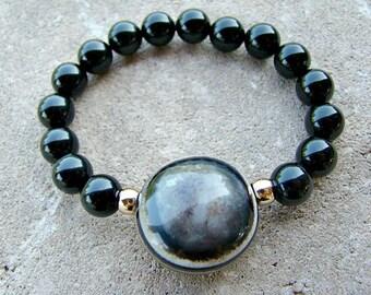 Black Bead Bracelet, Agate Bracelet, Stretch Bead Bracelet, Gemstone Bracelet, Shell Bracelet, Stackable Beaded Bracelet, Gold Bead Bracelet