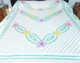 Chenille Bedspread, Vintage Chenille Bedspread, White Chenille Bedspread, Green Chenille Bedspread  93 x 109