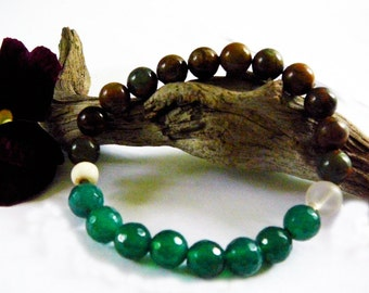 Earth is Guiding me - Stretch Bracelet / Green Opal, Green Agate , Crystal Quartz