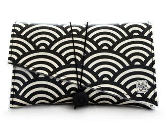 Super Clutch - black and cream large scallop design