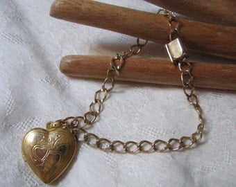"""Vintage chain bracelet with heart charm, 12kt gold filled delicate chain link bracelet 7"""" with heart locket"""