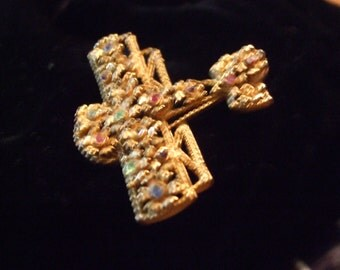 Vintage Pave Rhinestone Floral Gold tone Intricatly Detailed By Plane  Pin Brooch  AC2015026