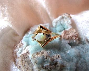 Vintage 14K Opal & Diamond Ring- Wedding/Engagement/Anniversary Ring
