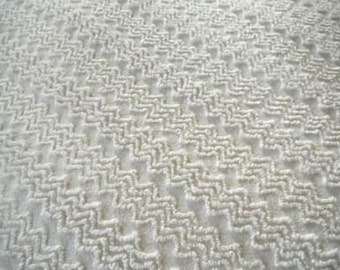 Cabin Crafts Antique White ZigZag Vintage Chenille Bedspread Fabric 18 x 24 Inches