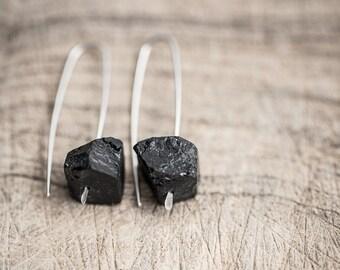 Modern Hook Earrings Raw Black Tourmaline Argentuim Sterling Silver Handmade Urban Minimalism Geometric Jewelry minimal chic