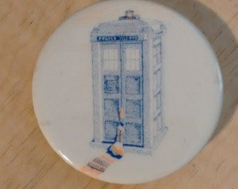 TARDIS button badge pin Doctor Who scarf 1980s tribute art