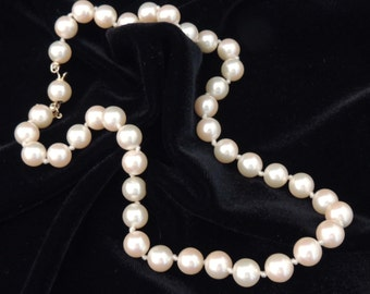 Vintage MARVELLA Pearl Necklace / Bead Necklace / Pearl Necklace / Wedding Jewelry / Wedding Necklace / Pearl Necklace / Signed Necklace