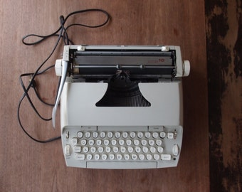 Vintage Sears Electric 10 Typewriter Original Case Beige Neutral